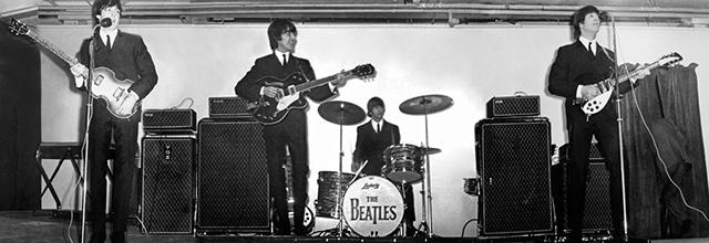 (1964年のビートルズ 左から、ポール・マッカートニー、ジョージ・ハリスン、リンゴ・スター、ジョン・レノン)